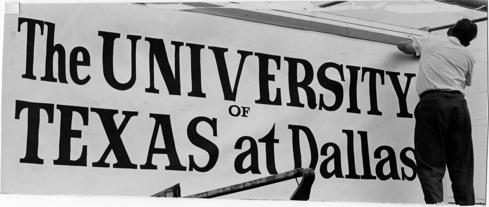 A temporary sign is put up on Armstrong Parkway on Sept. 2, 1969, shortly after the Southwest Center for Advanced Studies officially became UT Dallas.