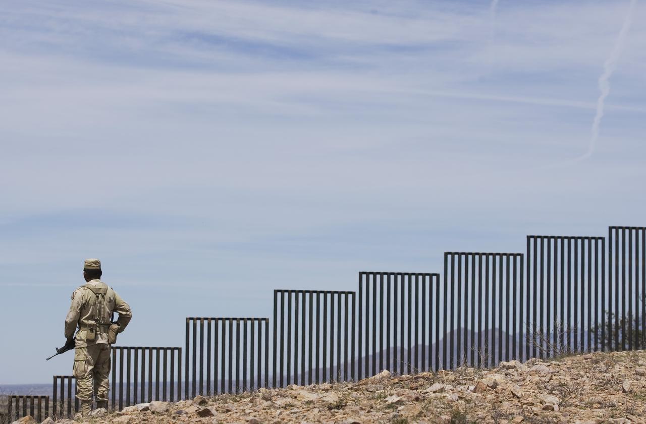 El sindicato de agentes de la Patrulla Fronteriza ratificó su apoyo a Donald Trump. A la mayoría de agentes les gusta el plan de construir un muro en la frontera con México. (AP/GUILLERMO ARIAS)