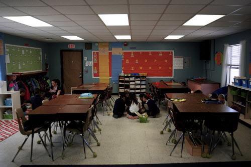 Un grupo de estudiantes en la primaria Stonewall Jackson, nombrada por un general confederado. El DISD contempla cambiar el nombre de la escuela. (DMN/ARCHIVO)