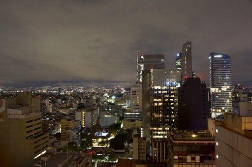 Un sismo de 8.2 grados sacudió México la madrugada del viernes. Foto AP