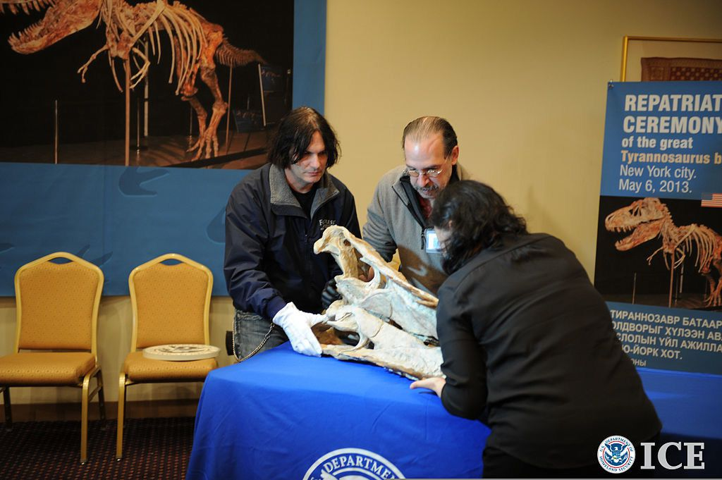 Federal agents displayed a dinosaur fossil that was among more than 18 returned to Mongolia after being seized in the U.S.