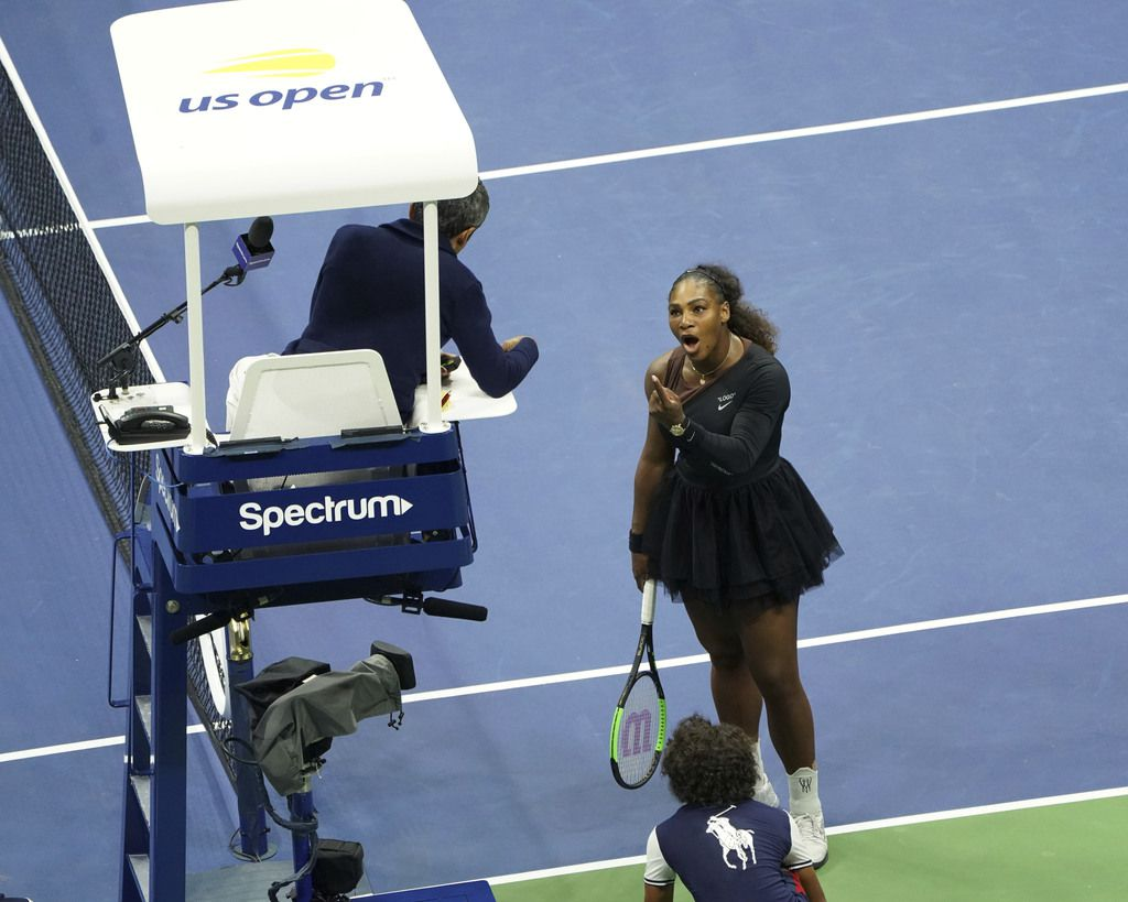 Serena Williams pelea con el juez del partido de la final del US Open. (Photo by Greg Allen/Invision/AP)
