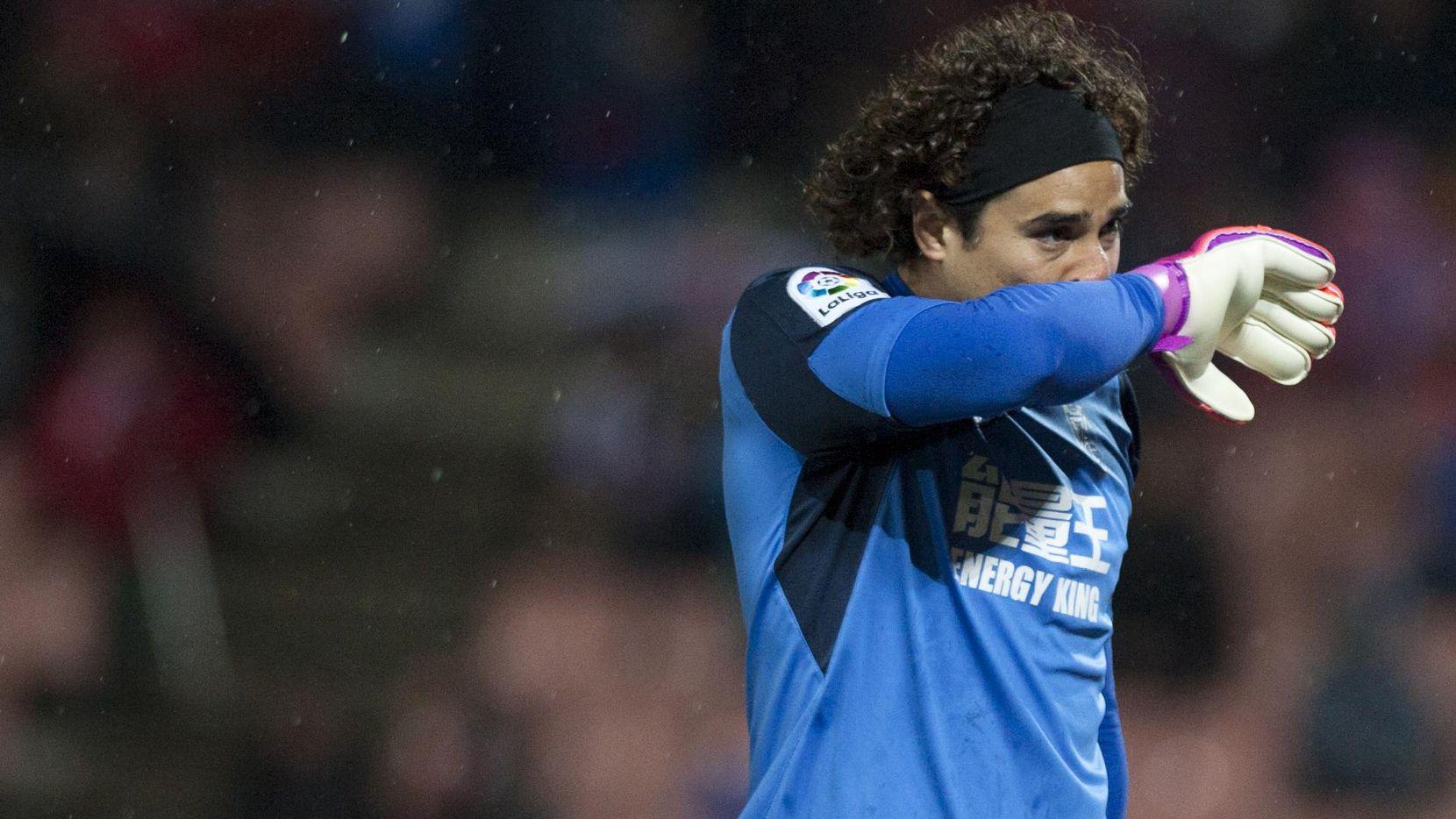 Medios españoles reportaron que Memo Ochoa habría rechazado una oferta del FC Dallas. (AFP/Getty Images/JORGE GUERRERO)