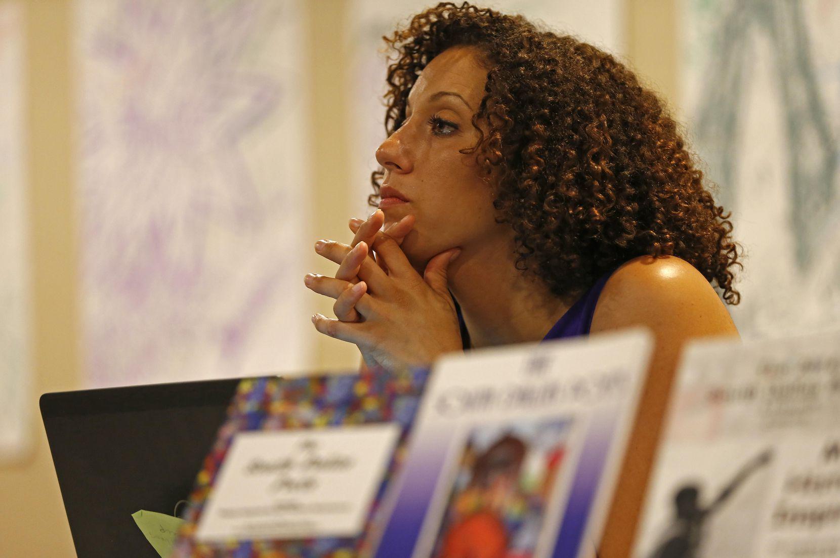Sara Mokuria es cofundadora de Mothers Against Police Brutality e impulsa el diálogo entre comunidad y policías.