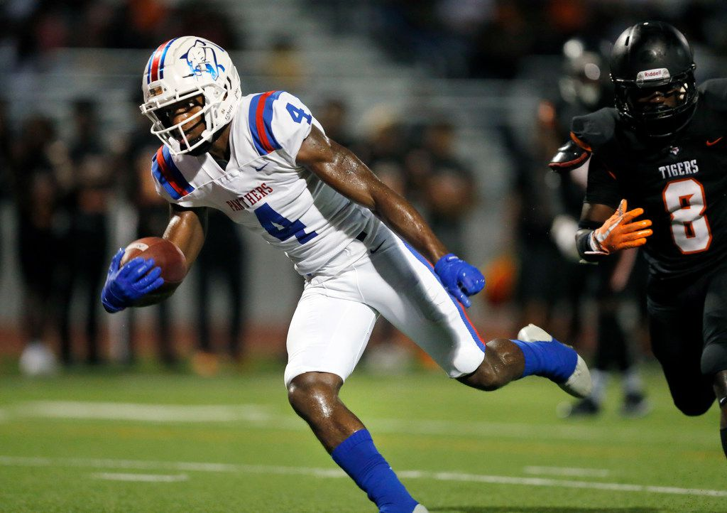 Duncanville wide receiver Zeriah Beason (4) completes a second quarter pass for a touchdown against Lancaster at Beverly D. Humphrey Tiger Stadium in Lancaster Texas, Friday, August 30, 2019. (Tom Fox/The Dallas Morning News)