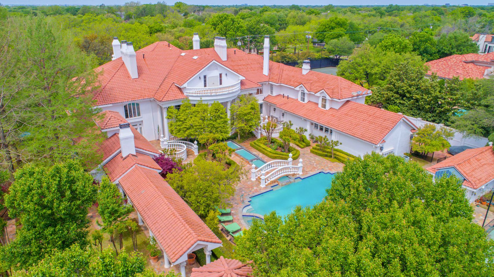 The Preston Hollow estate is on a more than 1.5-acre site.