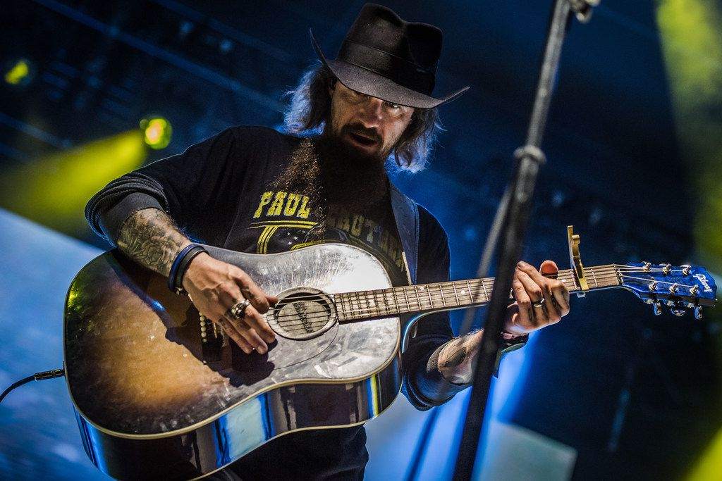 Cody Jinks, seen here performing at the Mile0Fest in February 2018. Jinks hosted and headlined the inaugural Loud and Heavy Festival in Fort Worth on August 18, 2018.