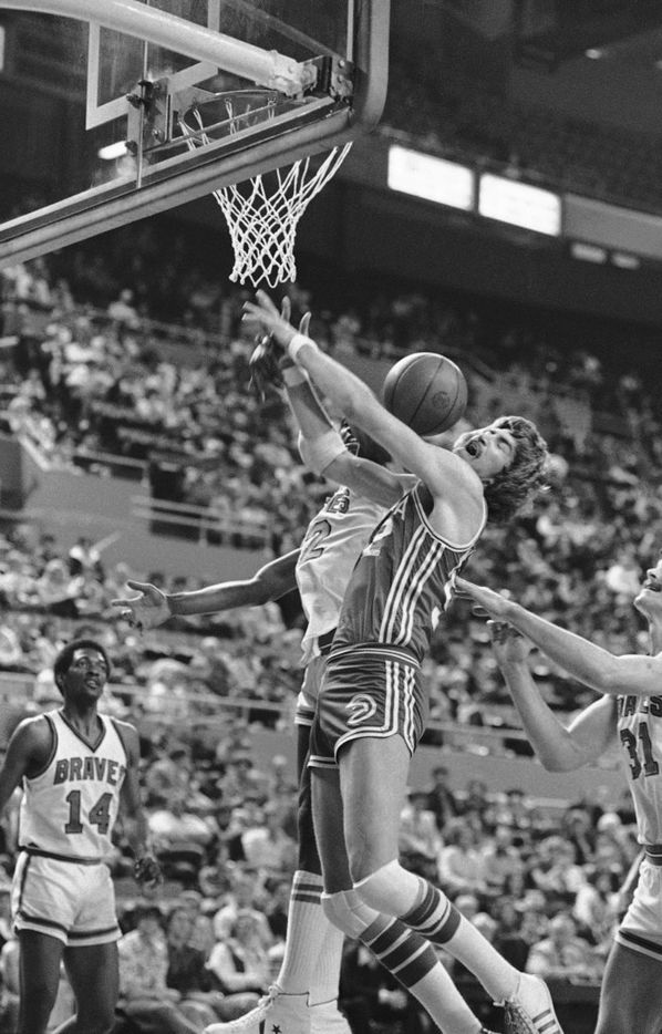 Buffalo Braves Bill Willoughby knocked the ball away from the Atlanta Hawks' Tom McMillen during a game in Buffalo, N.Y, on Wednesday, April 5, 1978. (AP Photo)