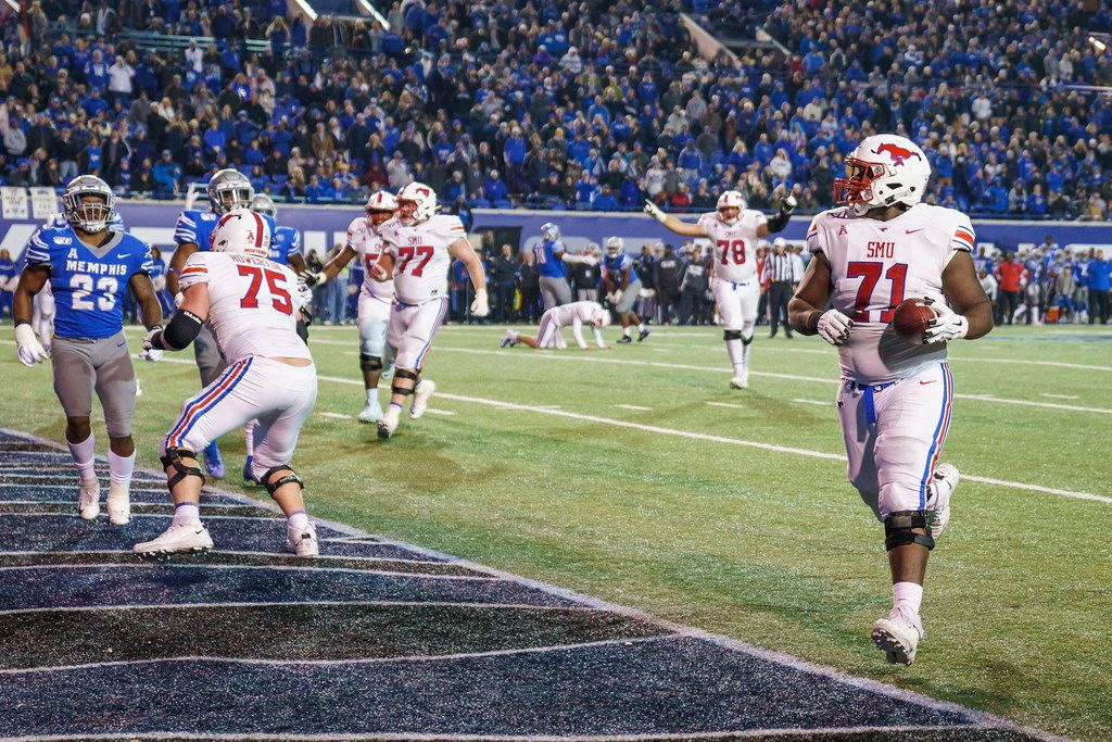 SMU offensive lineman Jaylon Thomas (71) scores a 2-point conversion during the second half of an NCAA football game against Memphis at Liberty Bowl Memorial Stadium on Saturday, Nov. 2, 2019, in Memphis, Tenn. (Smiley N. Pool/The Dallas Morning News)
