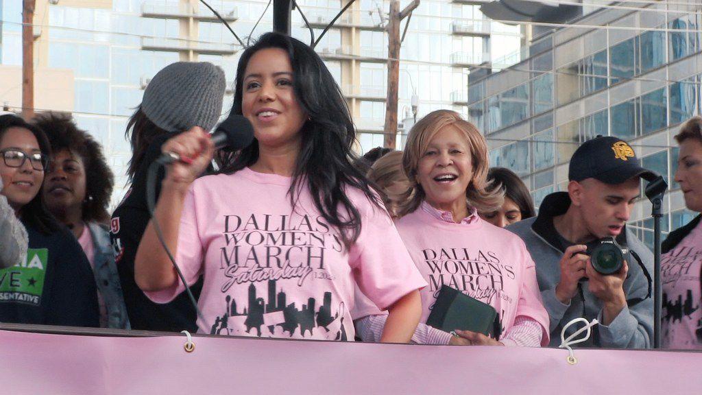 La representante Victoria Neave durante la marcha de las mujeres, en enero pasado.