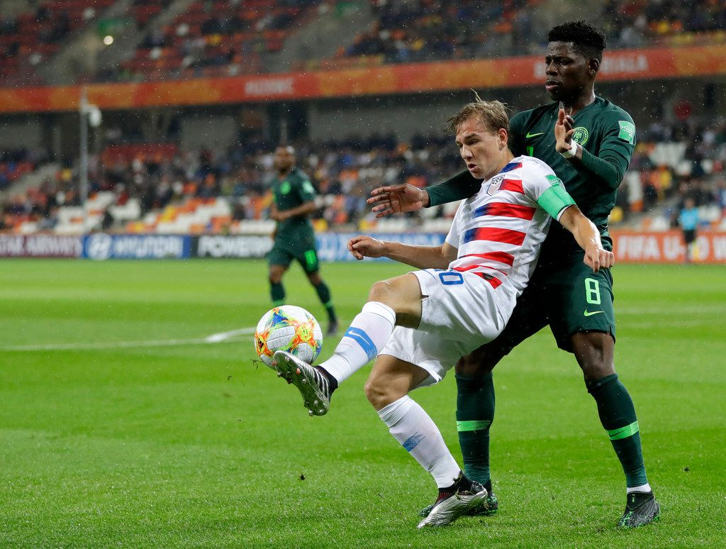 United States' Paxton Pomykal, left, duels for the ball with Nigeria's Ayotomiwa Dele-Bashiru during the Group D U20 World Cup soccer match between USA and Nigeria, in Bielsko Biala, Poland, Monday, May 27, 2019. (AP Photo/Sergei Grits)