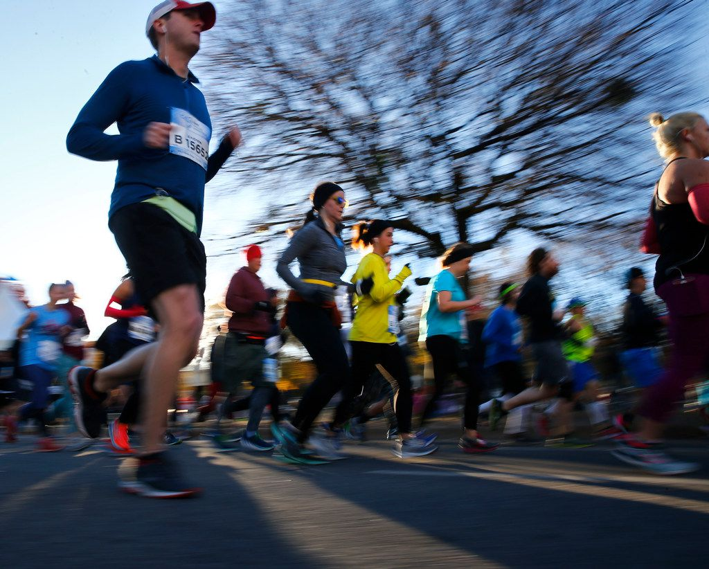 People start the BMW Dallas Marathon in downtown Dallas on Dec. 10, 2017.  (Nathan Hunsinger/The Dallas Morning News)