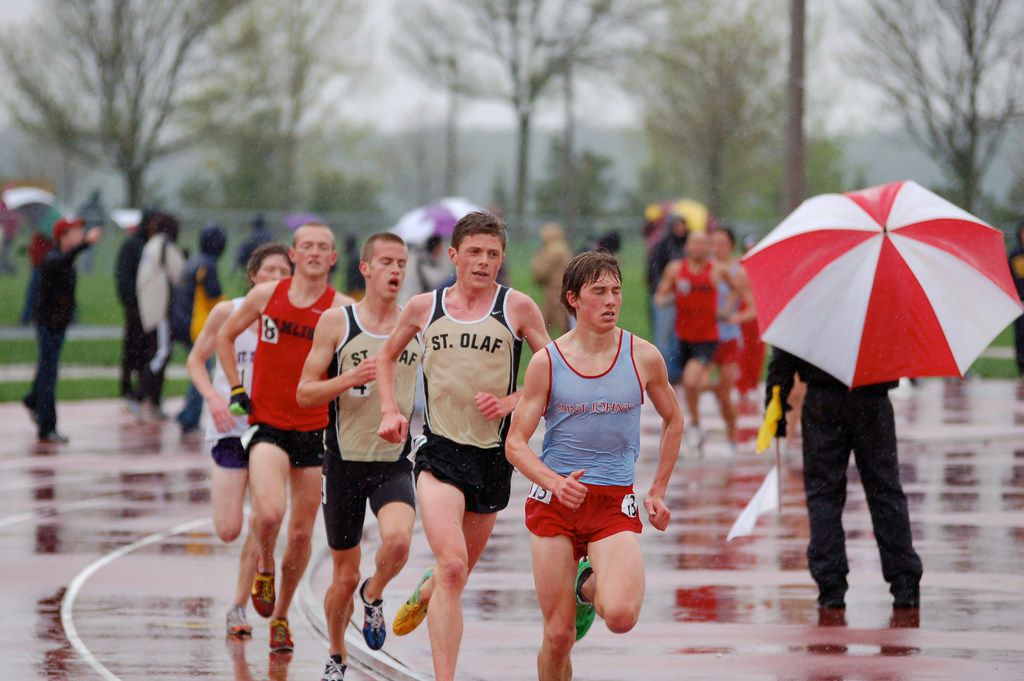 Jon (second in line) racing the 5000m run at the Minnesota Intercollegiate Athletic Conference outdoor track and field championships, in St. Peter, Minn., in May 2011.