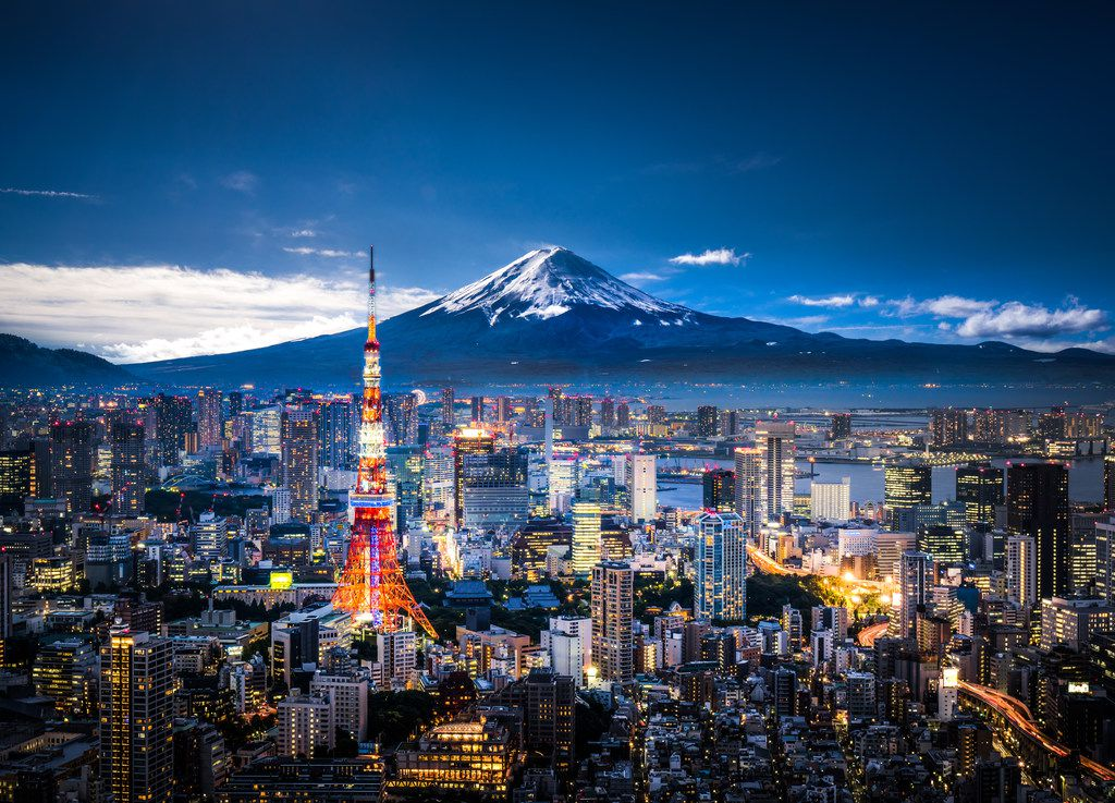 Image of the skyline of Tokyo and Mt. Fuji at dusk.