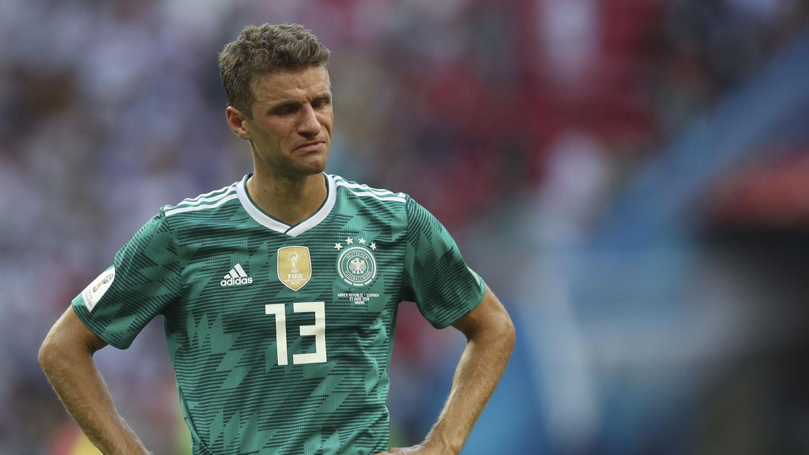 Thomas Mueller y la selección alemana fueron eliminados del Mundial en primera ronda por primera vez desde 1938. (AP/Thanassis Stavrakis)