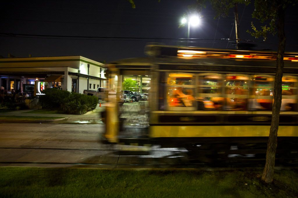 The McKinney Avenue Trolley No. 122 at night.