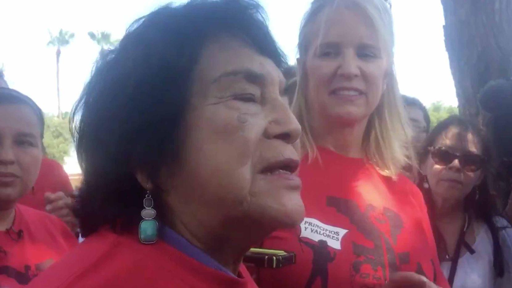 Dolores Huerta, líder histórica de los inmigrantes en Dallas, llegó hasta McAllen para iniciar un ayuno a nombre de los inmigrantes. A la der., Kerry Kennedy, activista e hija de Robert Kennedy. JENNY MANRIQUE/AL DÍA