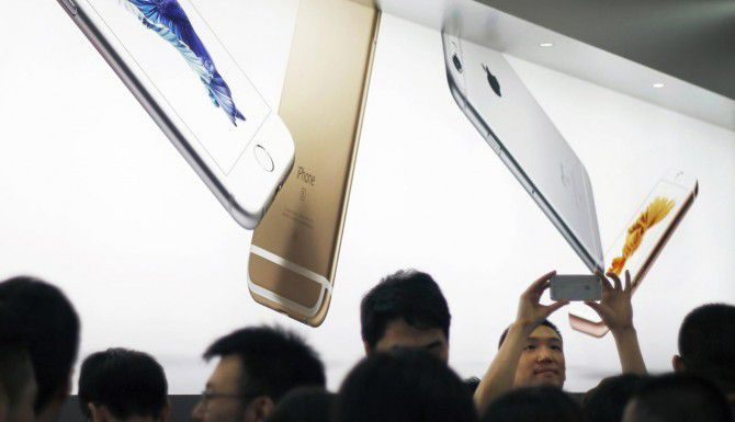 Apple, en general, ha logrado protegerse del malware, pero uno desarrolladores chinos fueron engañados e incluyeron código malicioso en algunas aplicaciones. (AP/CHINATOPIX)