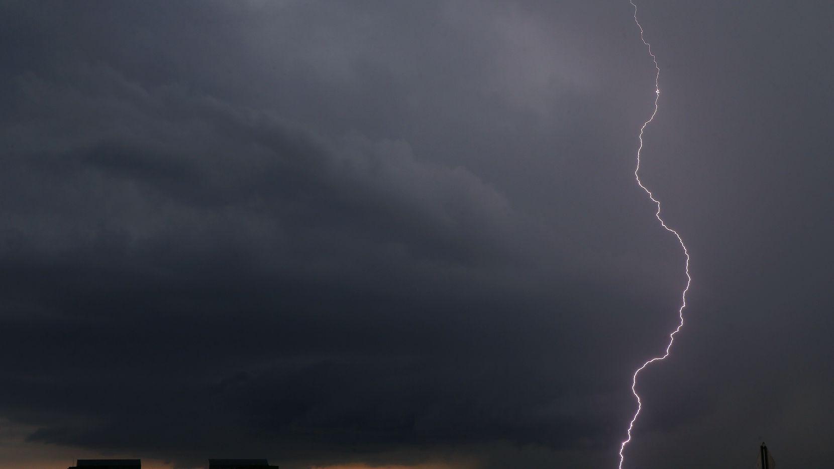 Dallas-Fort Worth under tornado watch Wednesday evening