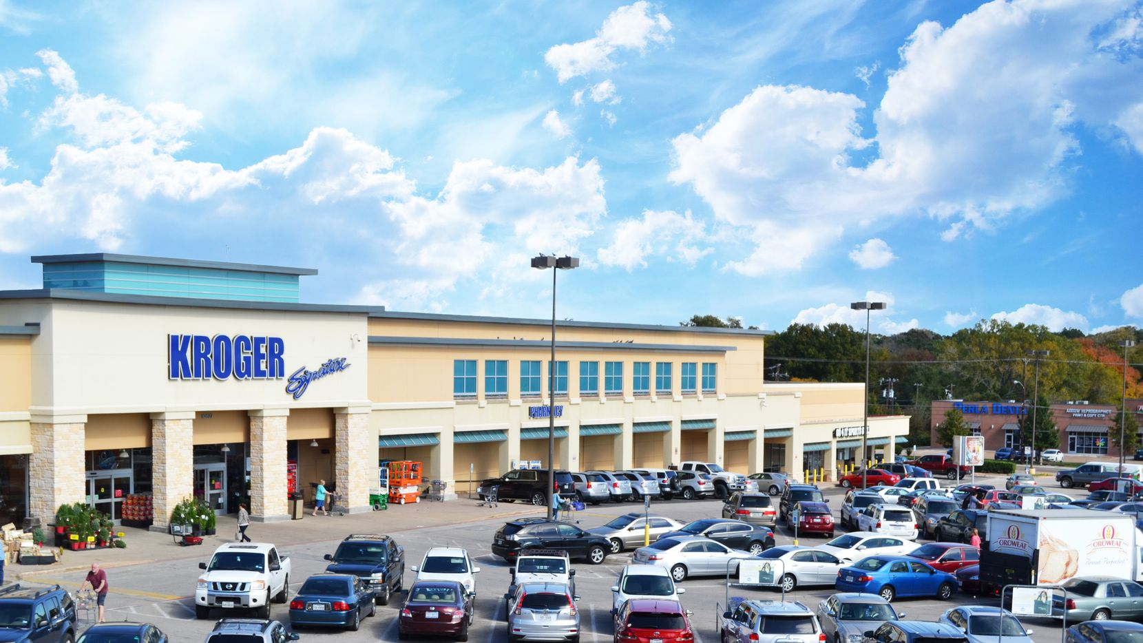 Foundry Commercial and Stockbridge Capital acquired the Northview Plaza  shopping center.