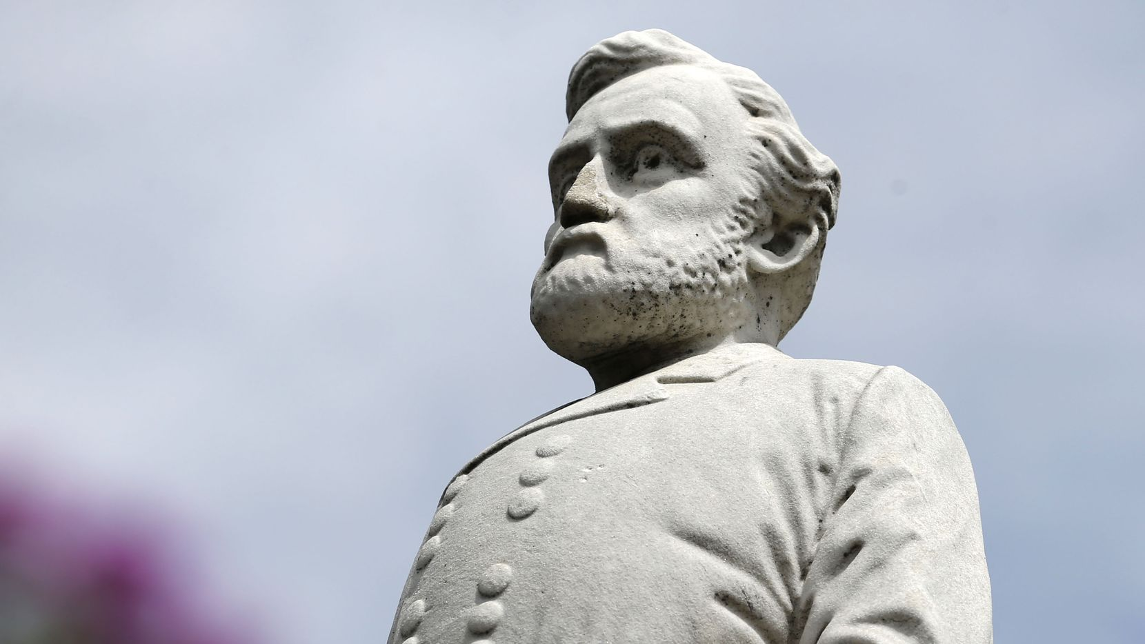 A statue of Gen. Robert E. Lee stands at the Confederate War Memorial in Dallas. Following the swift removal of another Lee statue and his name from an Oak Lawn park in September, the city is taking its time on 13 more recommendations from a task force on the issue of the city's Confederate monuments.