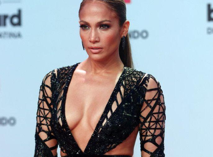 Jennifer Lopez a su llegada a los premios Latin Billboard Awards. /AP