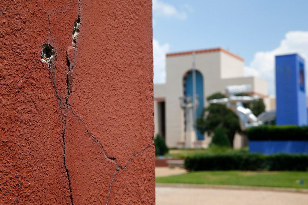 A crack in one of the automobile buildings at Fair Park in Dallas on June 27, 2017. Dallas looks likely to sink $50 million into Fair Park in a November bond package.