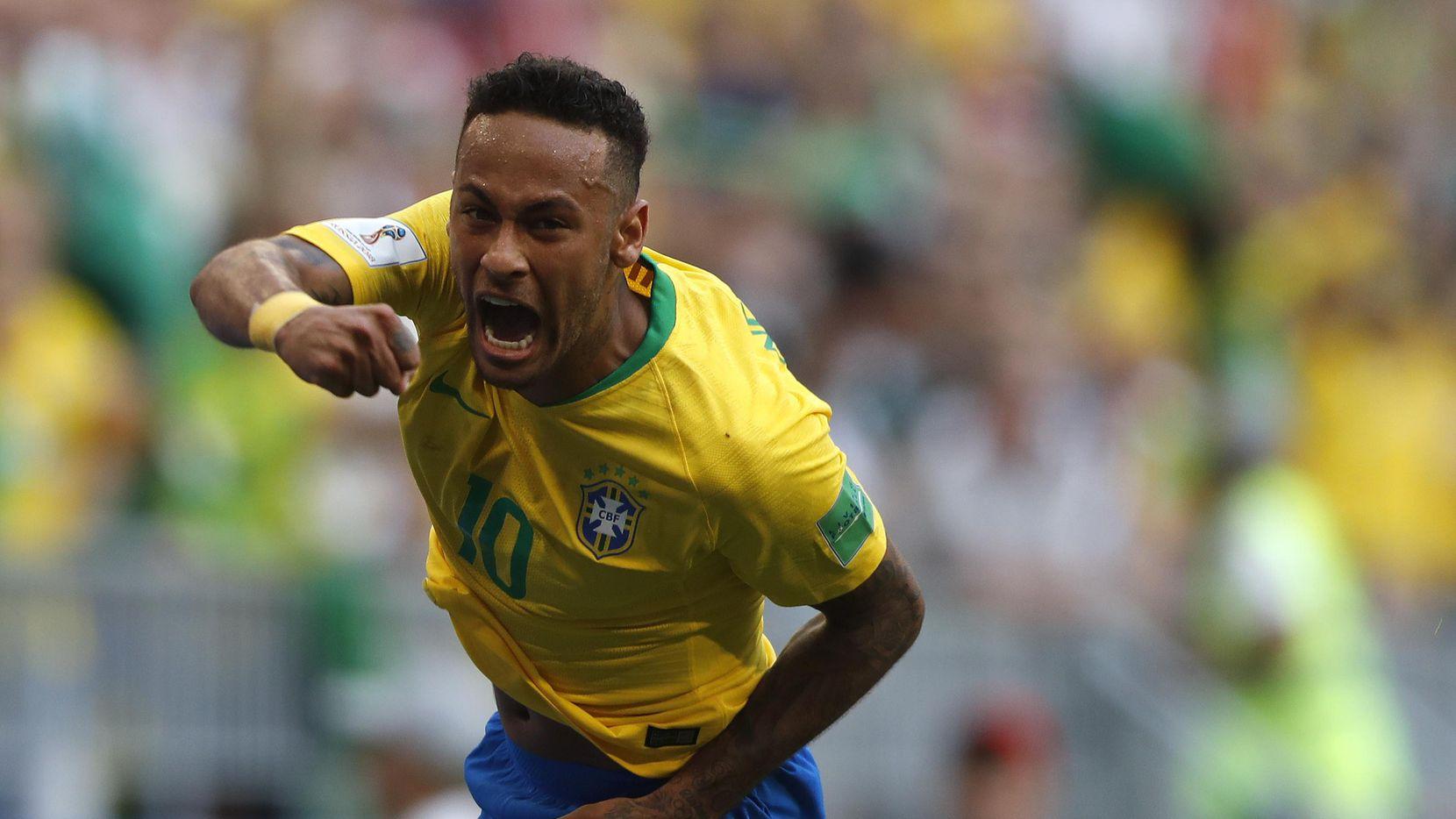 Neymar celebra luego de anotar uno de los dos goles de la victoria de Brasil sobre México, el lunes en Samara, en la ronda de octavos de final del Mundial de Rusia. (AP/Frank Augstein)