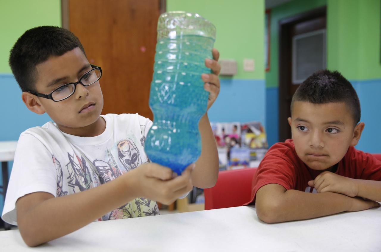 Julio Covarrubias (left), 10, and Cruz Zarate, 8, took part in a lava lamp experiment at the program, which was funded by private donations.
