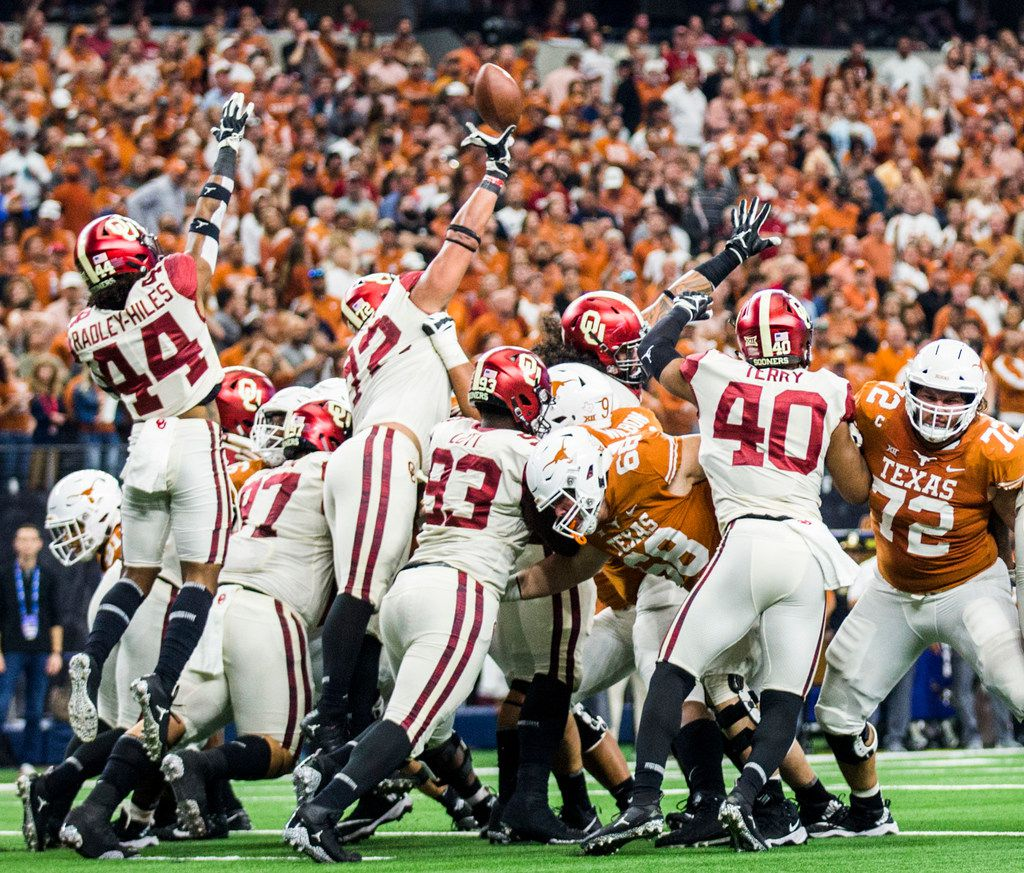 Oklahoma Sooners defensive end Amani Bledsoe (72) blocks an extra point attempt by Texas Longhorns place kicker Cameron Dicker (17) during the third quarter of the Big 12 Championship football game between the Texas Longhorns and the Oklahoma Sooners on Saturday, December 1, 2018 at AT&T Stadium in Arlington, Texas. (Ashley Landis/The Dallas Morning News)
