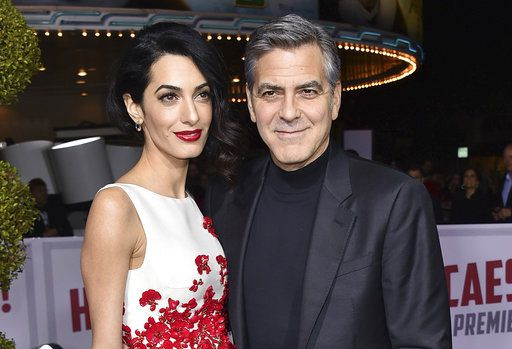 Amal y George Clooney se convirtieron en padres de gemelos./AP