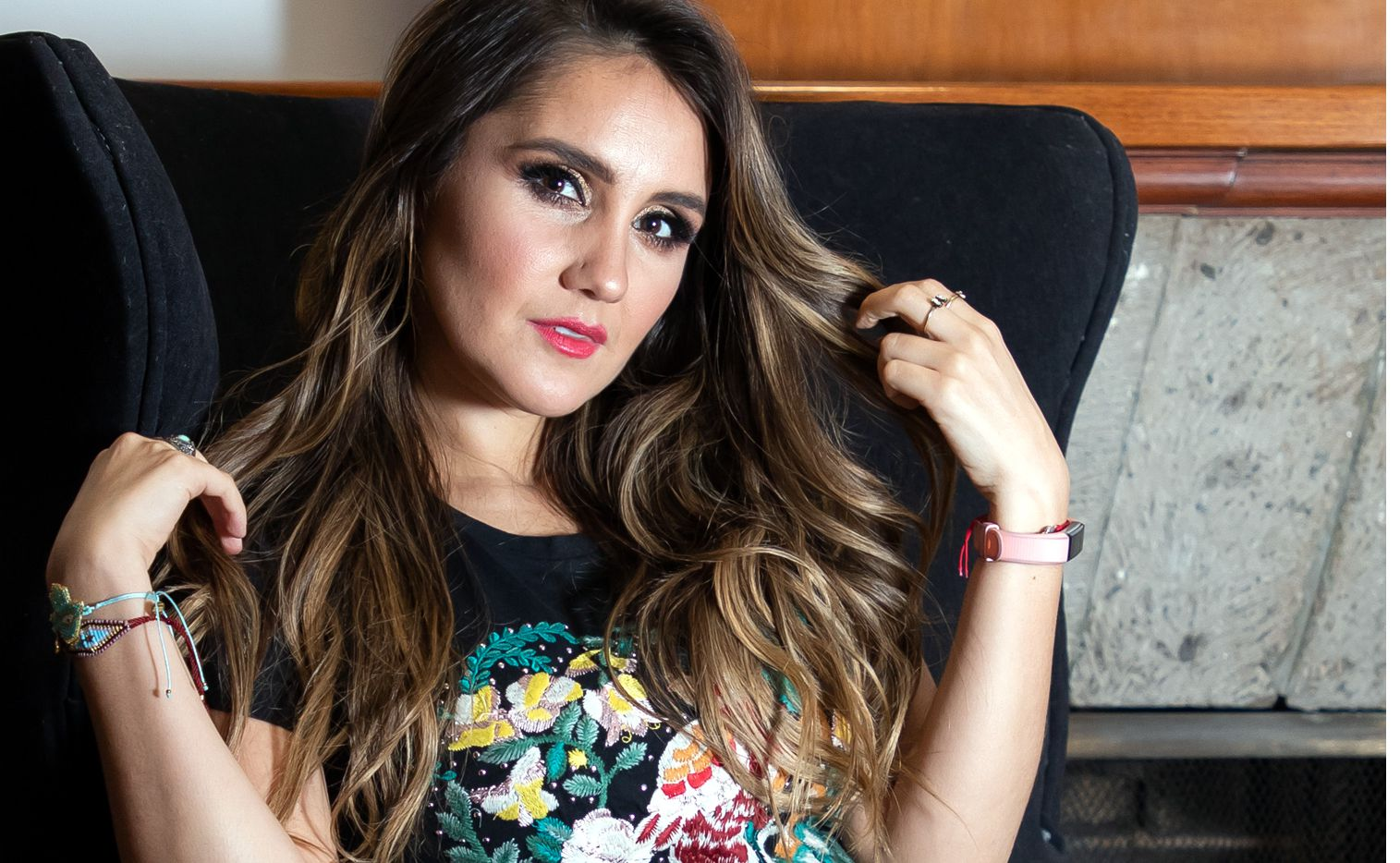 Ante la espera que le marcó su disquera Universal Music México para editar el álbum, la ex RBD Dulce María decidió empezar su propia campaña de promoción y dar una probaba de la placa en el concierto. (AGENCIA REFORMA)