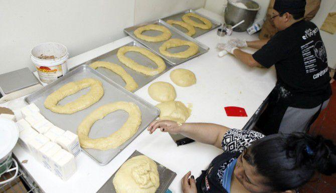 Preparación de una Rosca de Reyes (ESPECIAL PARA AL DÍA/BEN TORRES)