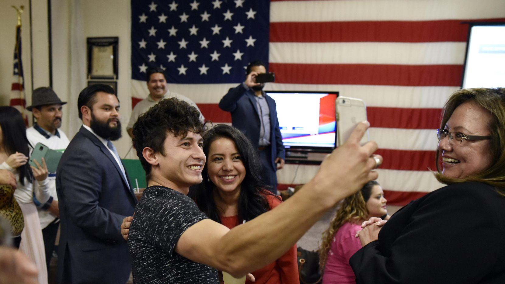 Victoria Neave en la noche de su elección en 2016. La representante del distrito 107 ha liderado la batalla contra la ley SB4, pero el martes fue arrestada por DWI. (AL DÍA/BEN TORRES)