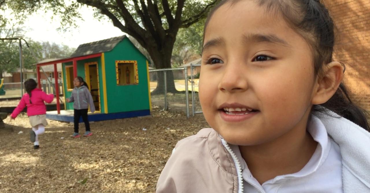Valeria Alonzo, de 5 años, quiere celebrar San Valentín con chocolates.(ANA AZPURUA/AL DÍA)