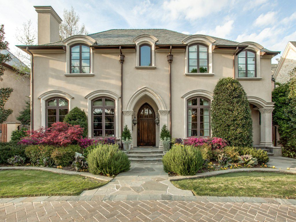 Texas Rangers Hall of Famer Michael Young is selling his University Park mansion at auction.