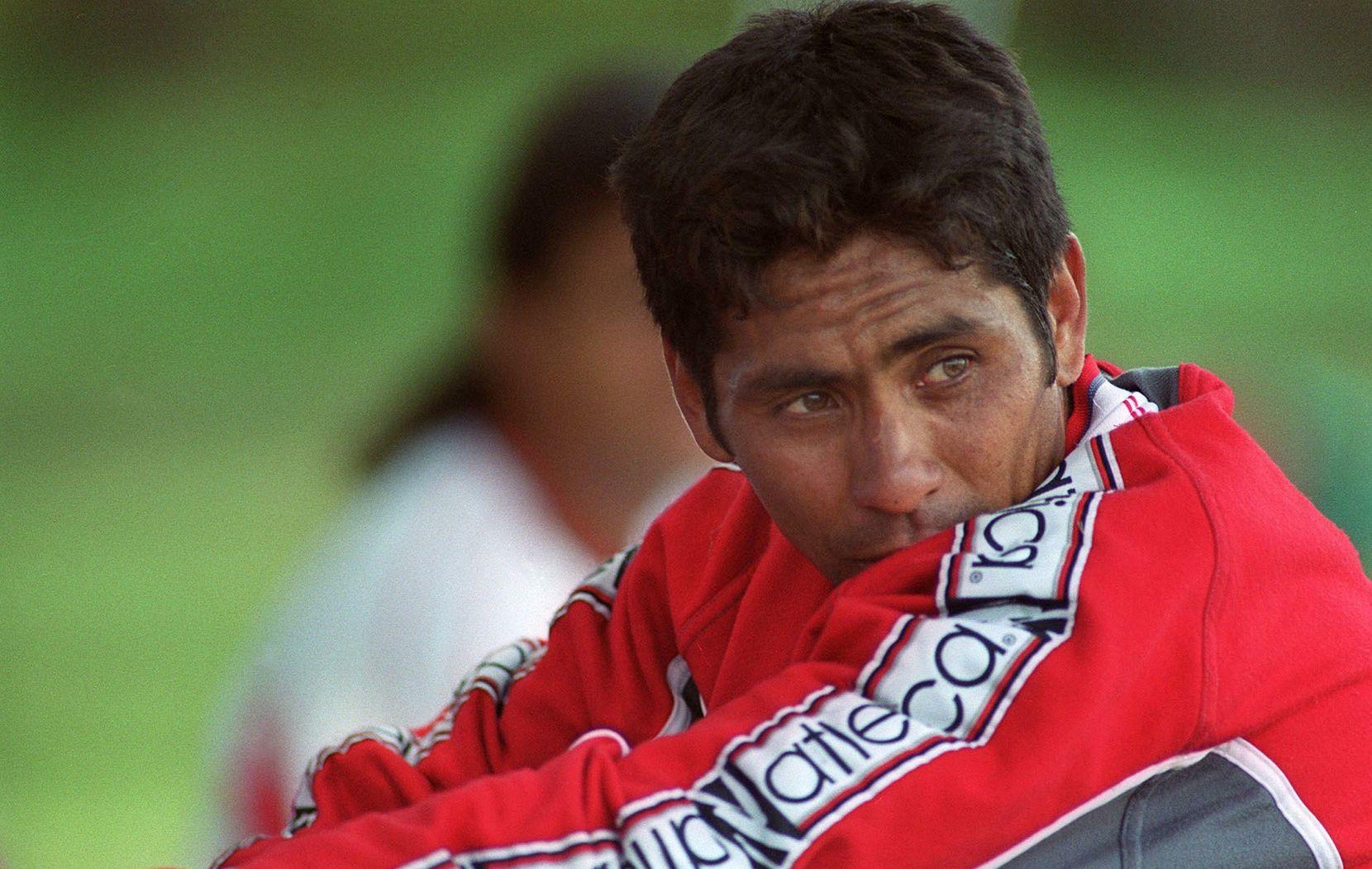 Jorge Campos por el año 2000. (Foto de TERESITA CHAVARRIA/AFP/Getty Images)
