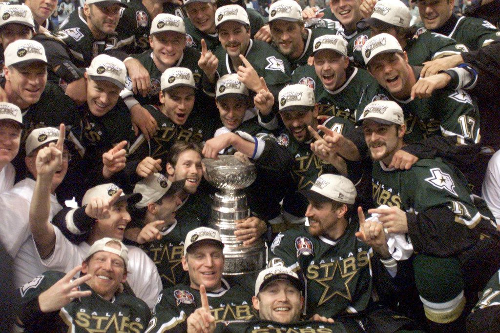 ORG XMIT: S11A11457 6/19/99 - Stanley Cup Finals, Game 6 - The Stars' pose for a team photo with the Stanley Cup in the third OT of Game 6 of the Stanley Cup Finals at Marine Midland Arena in Buffalo.