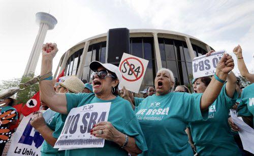 """Una corte federal en San Antonio bloqueó partes clave de la ley SB4, conocida como """"prohibición de ciudades santuario"""". AP"""