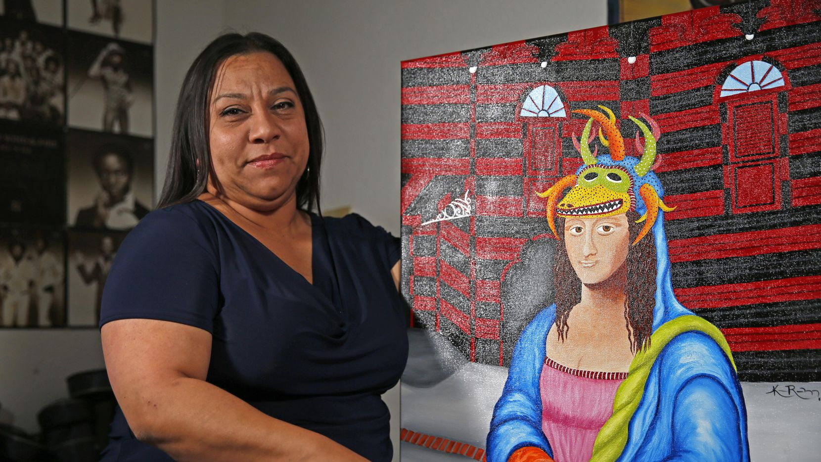 la artista Katherine Rodríguez posa frente a una de sus pinturas en su casa en Arlington. (DMN/JAE S. LEE)