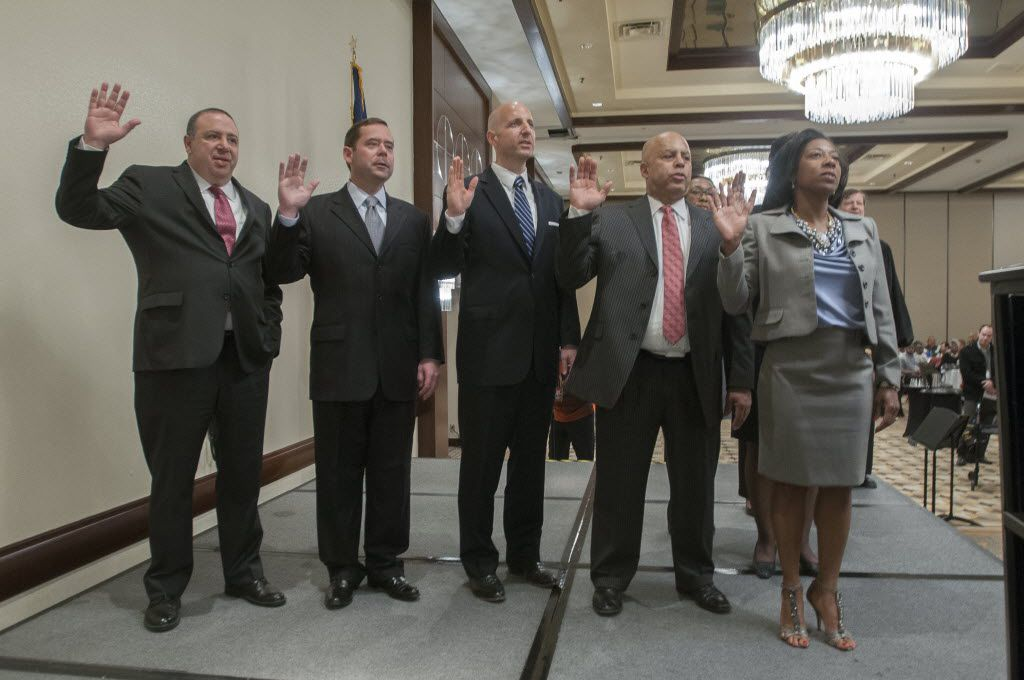 Texas district court judges, such as five in Dallas County being sworn in four years ago, would be among those receiving periodic pay raises based on length of service under a bill filed by Rep. Jeff Leach, R-Plano.