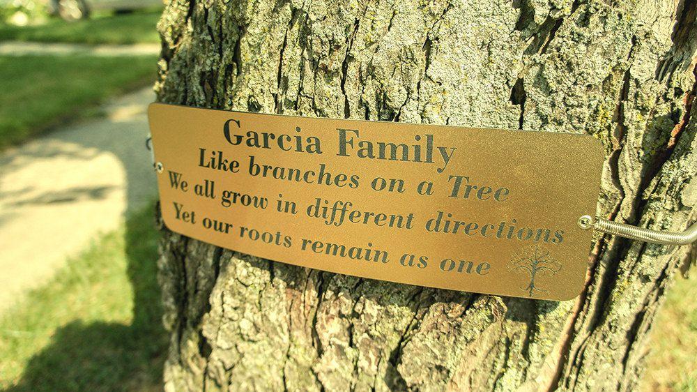 Una tienda de  e-commerce vende esta placa conmemorativa de la familia García.