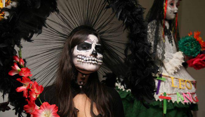 Britney Martínez, en una de las representaciones del Día de Muertos en el Centro Cultural Latino. MILKO MARÍN/Especial para AL DÍA