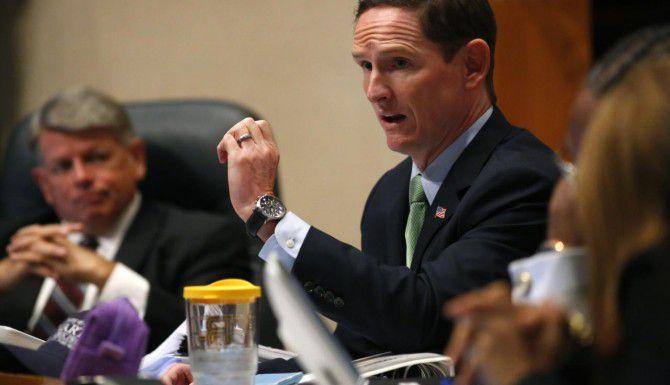 La Corte de Comisionados del condado de Dallas decidió esta semana extender beneficios a parejas de los empleados gay del gobierno. (DMN/NATHAN HUNSINGER)