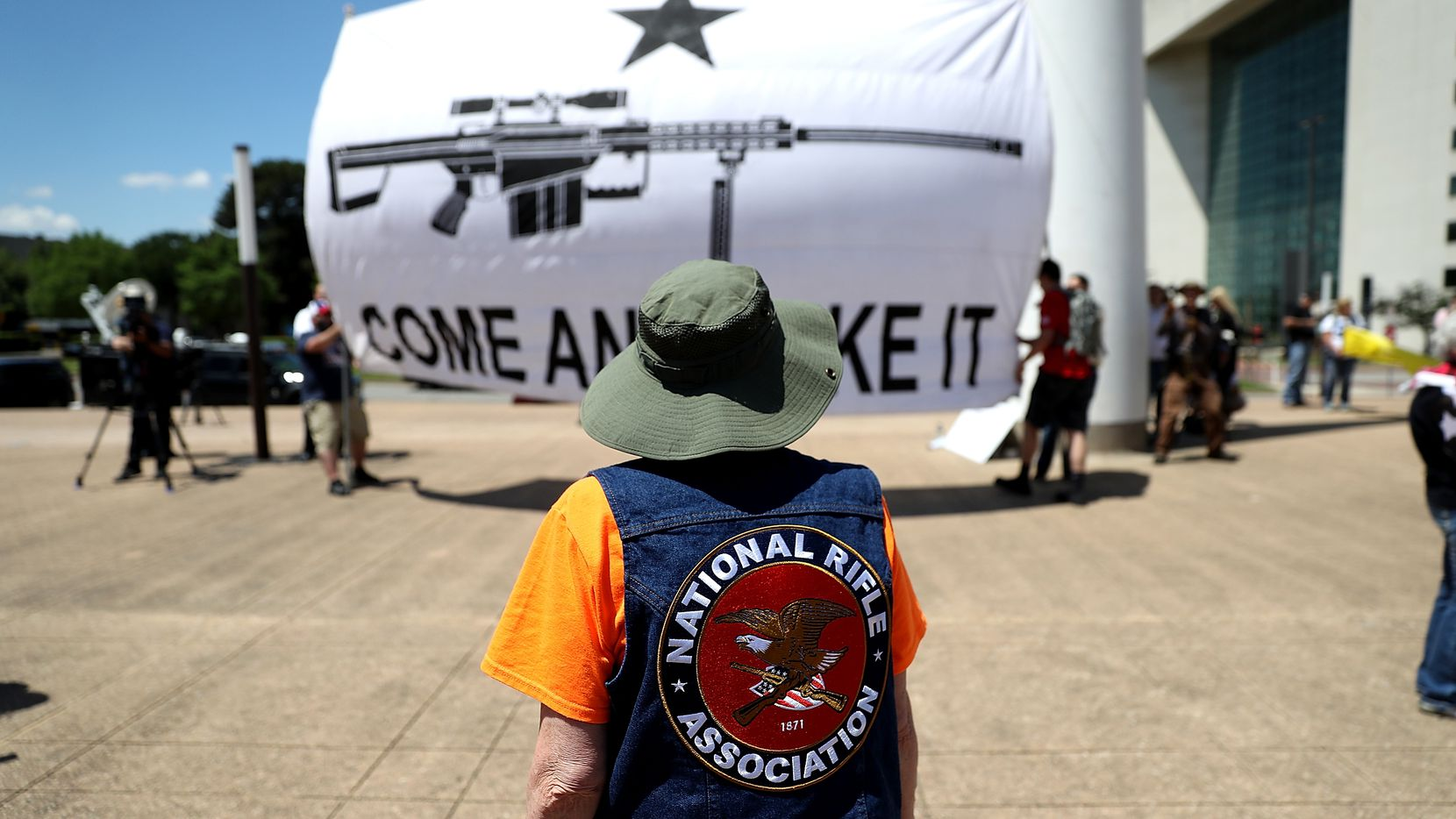 Gun rights advocates stage a demonstration outside of Dallas City Hall near the NRA Annual Meeting & Exhibits at the Kay Bailey Hutchison Convention Center on May 5, 2018 in Dallas, Texas.  The National Rifle Association's annual meeting and exhibit runs through Sunday.  (Photo by Justin Sullivan/Getty Images)