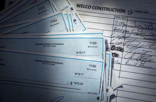 Un grupo de cheques que nunca fueron entregados por Welco Construction. SMILEY POOL/DMN