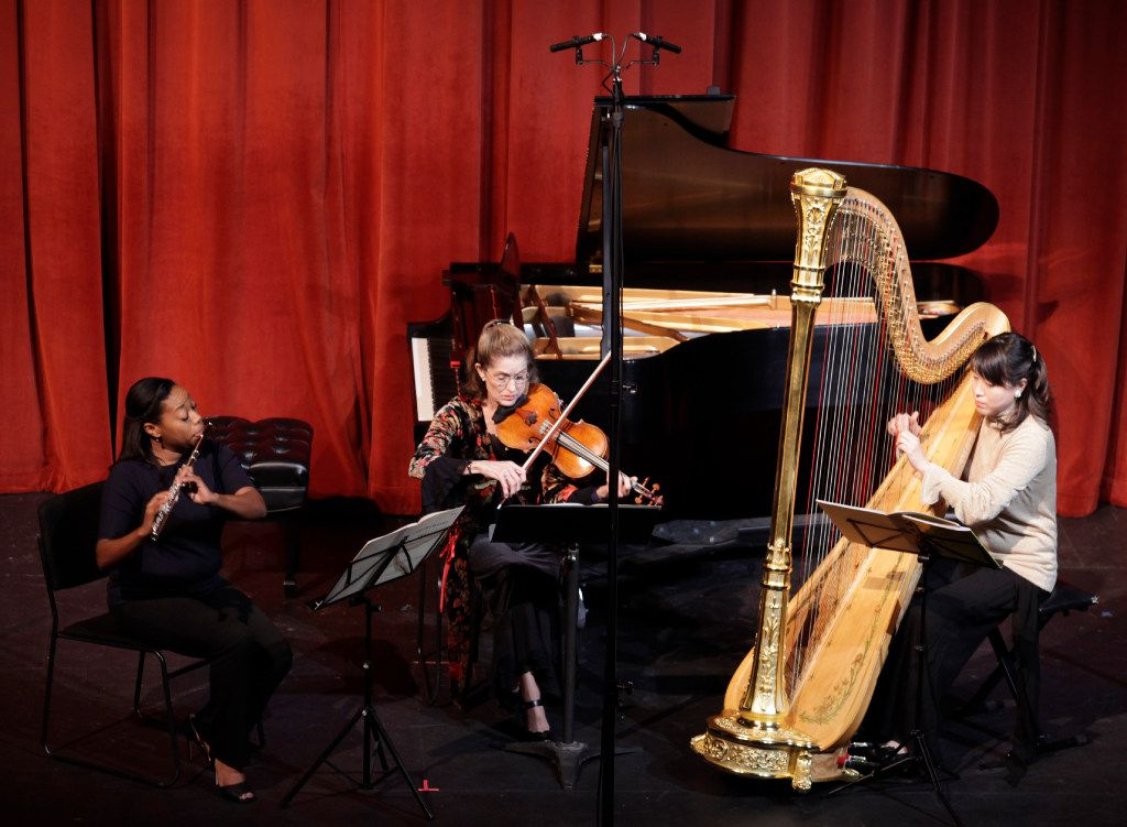 Ebonee Thomas, left, Barbara Sudweeks, and Yumiko Schlaffer perform during the Voices of Change concert at the Latino Cultural Center in Dallas  on Dec. 7, 2016. (Jason Janik/Special Contributor)