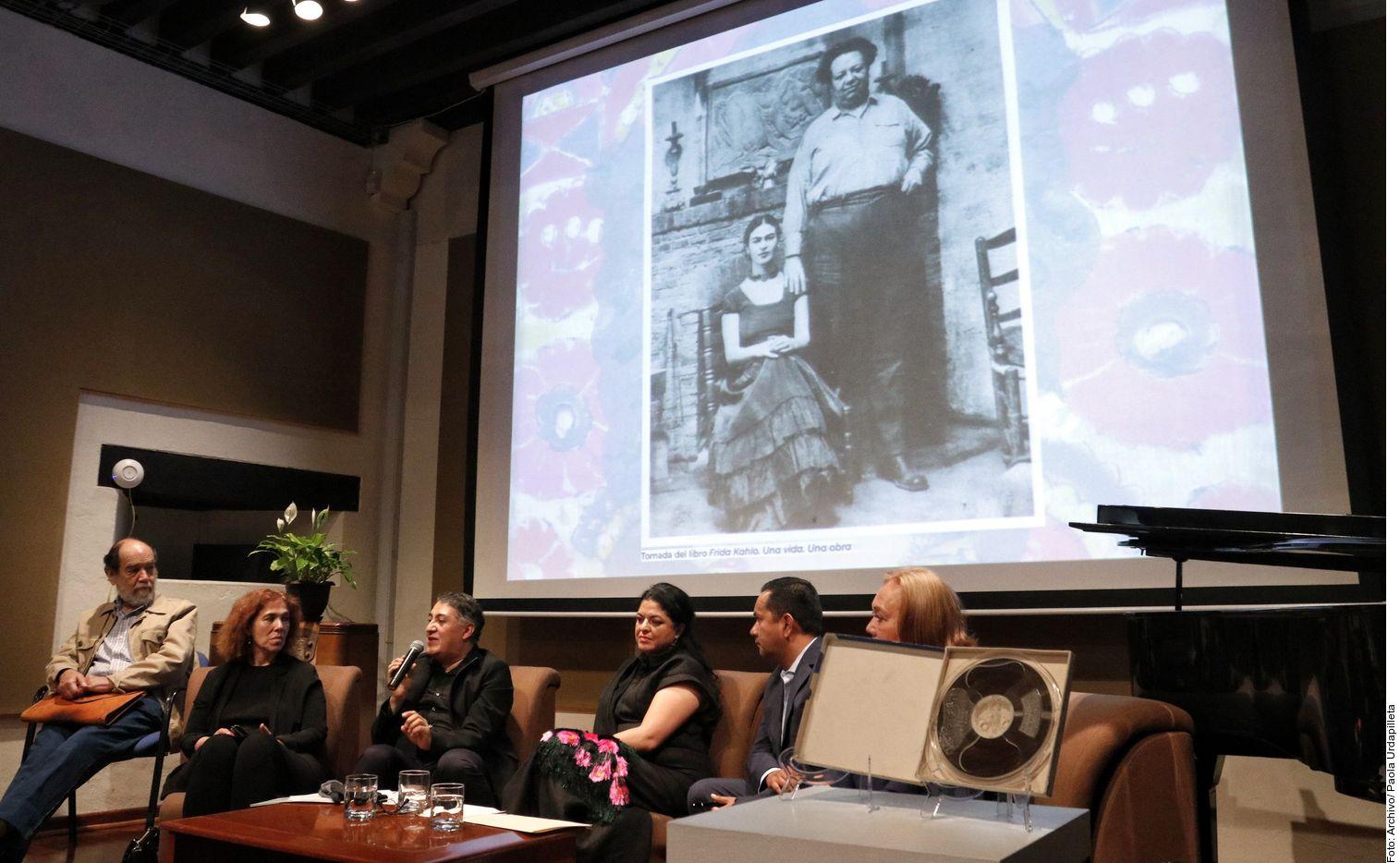 El miércoles de la semana pasada, el director de la Fonoteca, Pavel Granados, presentó como un tesoro de su acervo un breve audio de Frida Kahlo que describía a Diego Rivera./ AGENCIA REFORMA