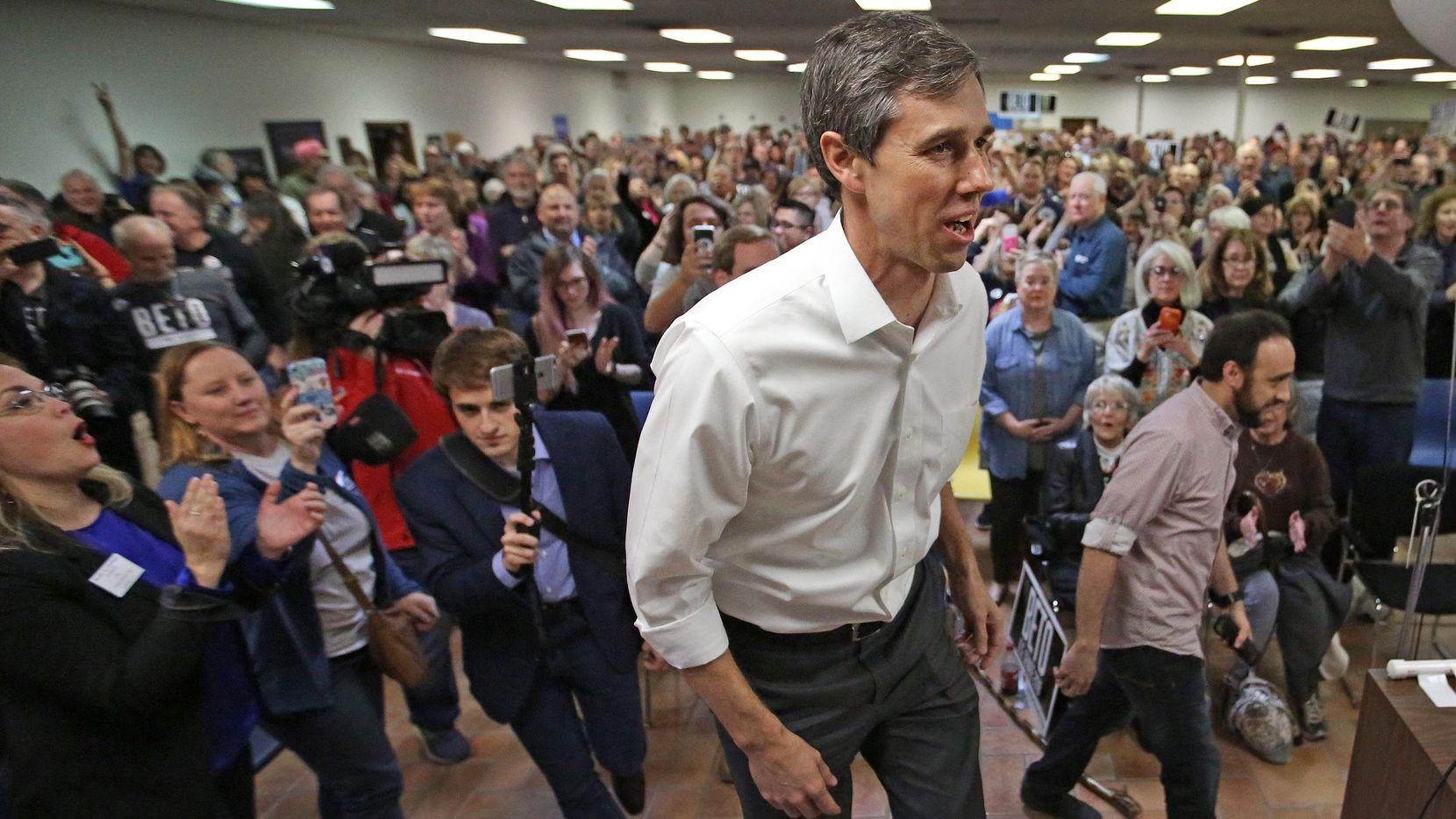 Beto O'Rourke, candidato al senado federal, participó recientemente en un foro en Garland.  LOUIS DeLUCA/DMN