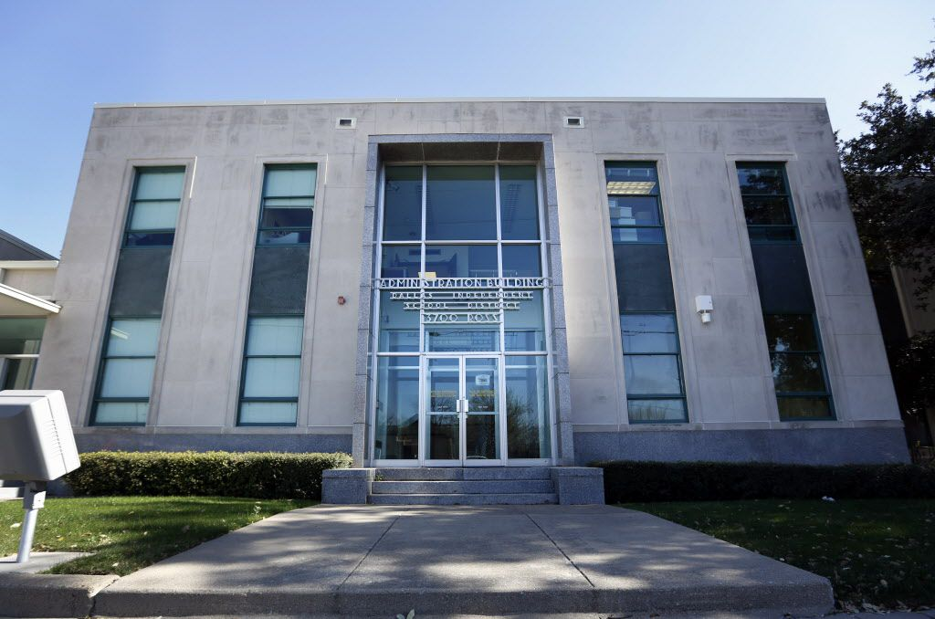 The entrance of DISD Administration Building on Ross Avenue in Dallas on February 28, 2014.  (Kye R. Lee/The Dallas Morning News)